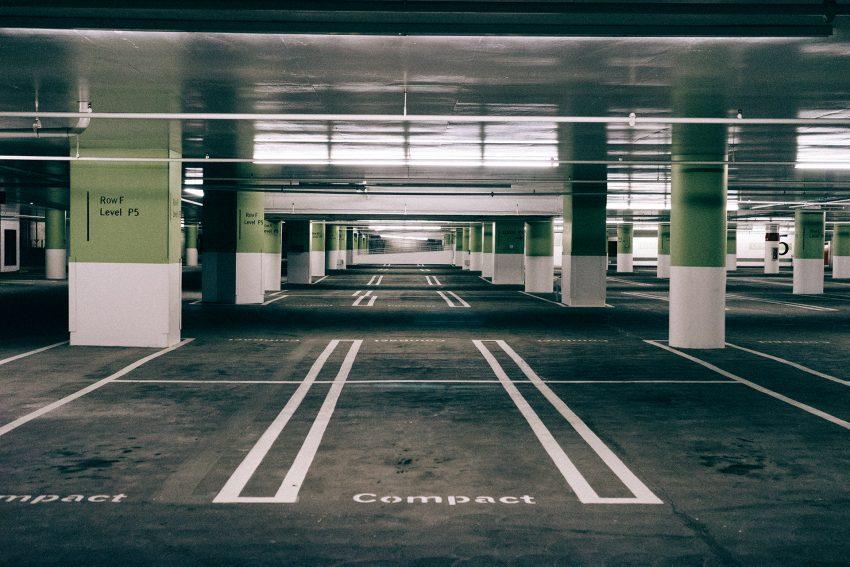 モールの駐車場