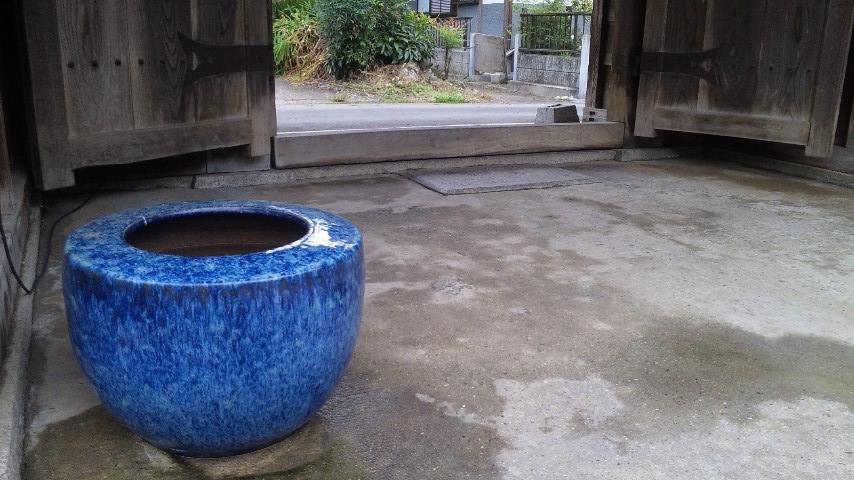 水槽代わりの火鉢