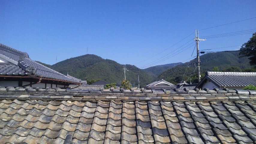 蔵の屋根越しの風景