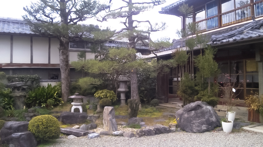 ゲストハウス藤原邸の冬の庭